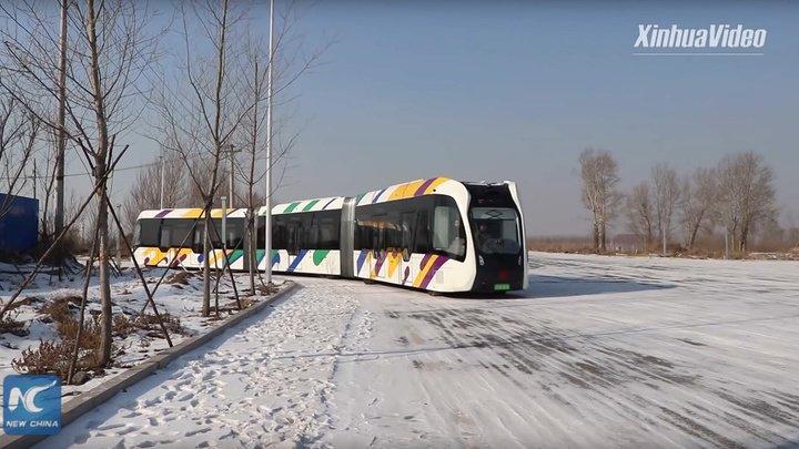 В Китае тестируют поезд с виртуальными рельсами (видео)