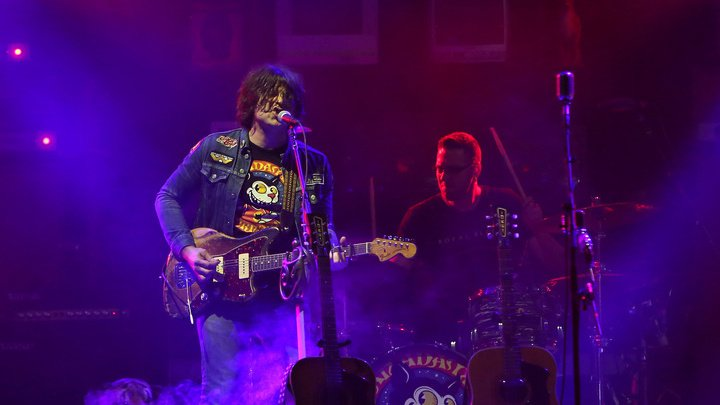 Американского кантри-рок певца Райана Адамса обвиняют в сексуальных домогательствах
