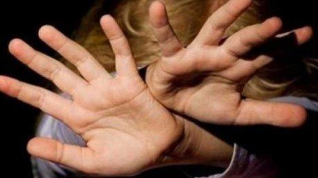 Тянули за волосы, волочили по земле: в Кишинёве несколько девушек избили 17-летнюю