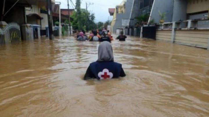 В Индонезии не менее двух человек погибли из-за наводнений