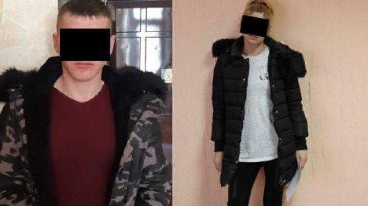 Молодая пара избила и ограбила мужчину на столичной остановке
