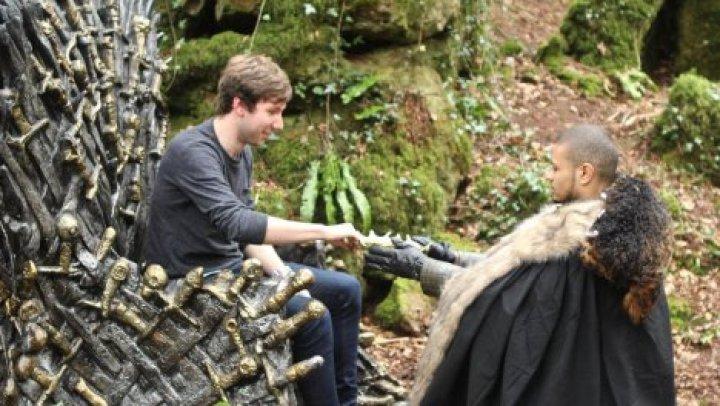 """Фанаты """"Игры престолов"""" нашли в британском лесу знаменитый железный трон"""