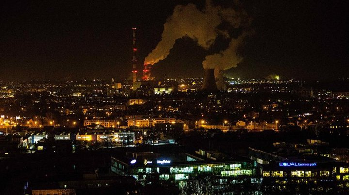 Около 150 тыс человек остались без света из-за сильного ветра в Польше
