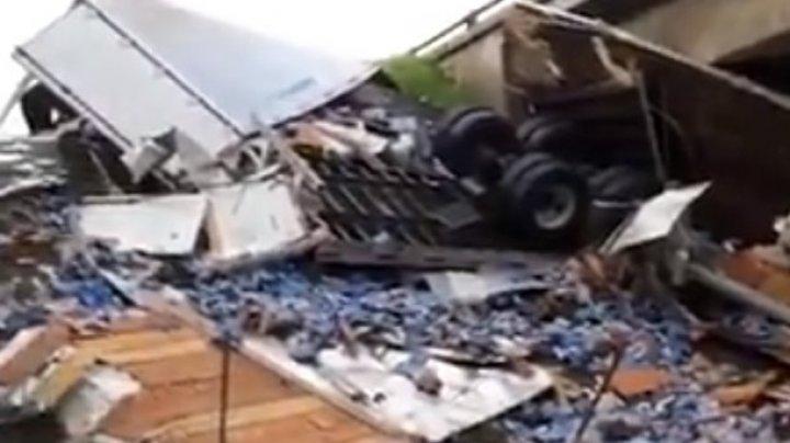 "В США грузовик с пивом ""затопил"" шоссе"