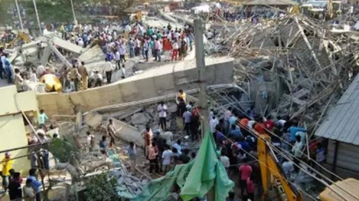 В Индии обрушилось здание: под завалами 90 человек