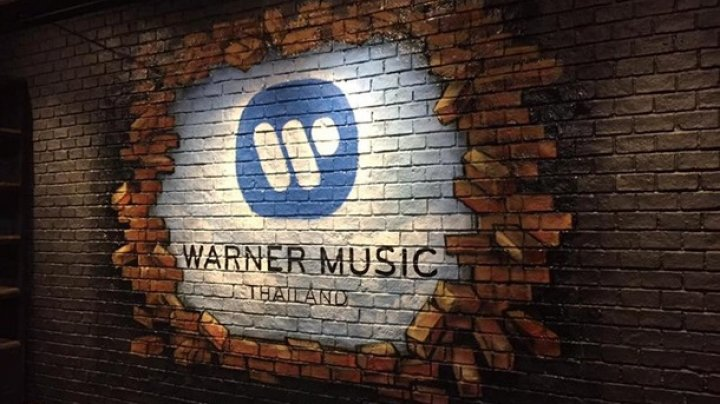 Warner Music заключил первый в истории контракт с искусственным интеллектом