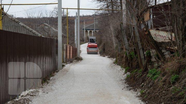 В Каушанах за два месяца планируют восстановить около четырех километров дорог (фото)