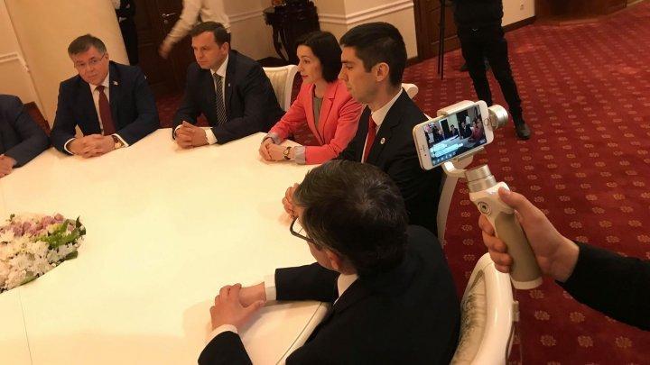 Андрей Нэстасе и Майя Санду отказались пожать руку президенту (видео)