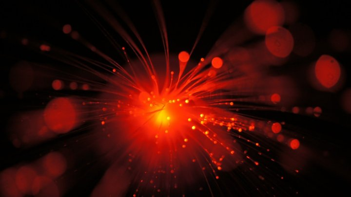 Инженеры научились сваривать стекло с металлом при помощи лазера