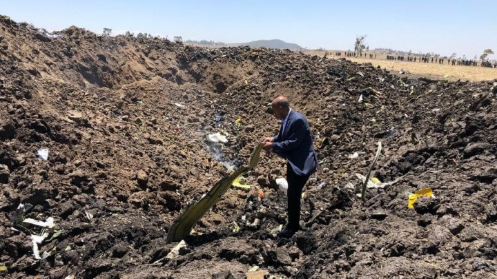 Опубликовано первое фото с места крушения самолёта Ethiopian Airlines