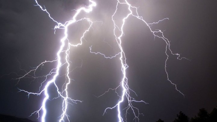 На юге Калифорнии за пять минут молнии ударили 1500 раз