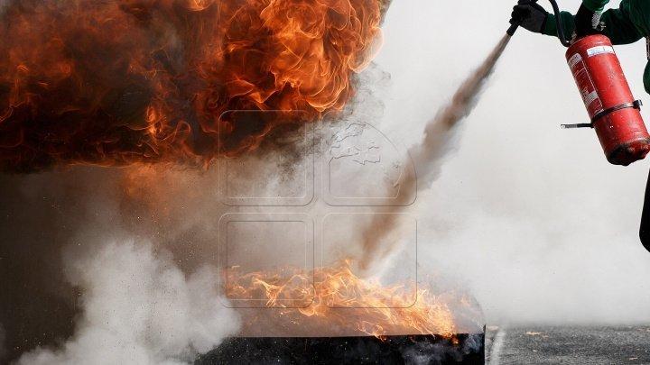 На столичной улице Николае Димо в сауне вспыхнул пожар: пострадавших нет (видео)
