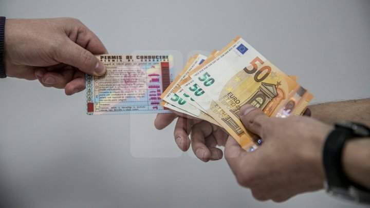 Взятка на 8 Марта? Водитель пожаловался на полицейских, вымогавших у него 300 евро