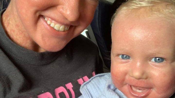 Мать с грудным ребенком выгнали из самолета из-за внешнего вида