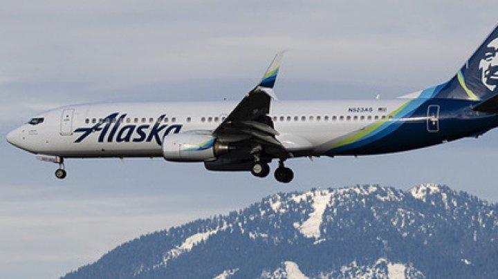 Жуткая вонь в самолете привела к экстренной посадке и госпитализации пассажиров