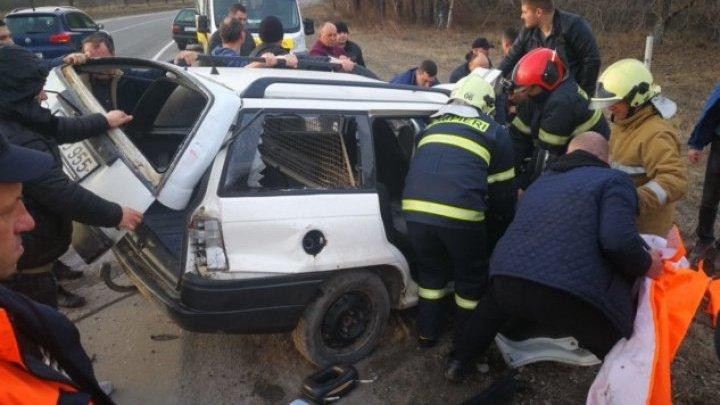 Страшная авария в Рышканском районе: чтобы извлечь пострадавших, понадобилась помощь спасателей