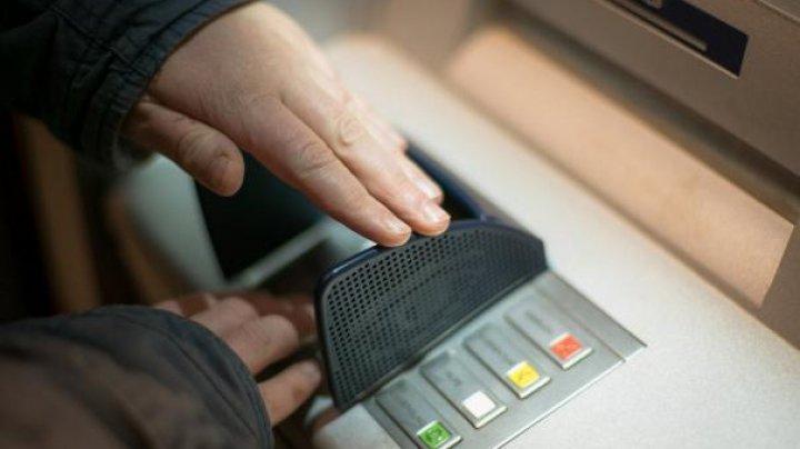 В Петербурге воры-неудачники взорвали банкомат, но не смогли забрать деньги