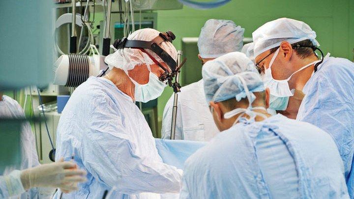 В Москве врачи залатали у пациента дыру, через которую легкие засасывали почку