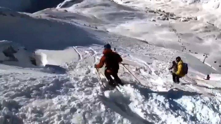 Лавина накрыла горнолыжников в Альпах (видео)