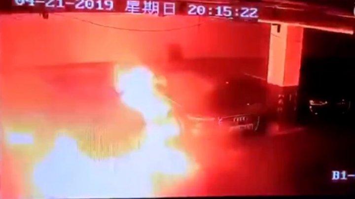 В Китае на парковке сняли взрыв Tesla