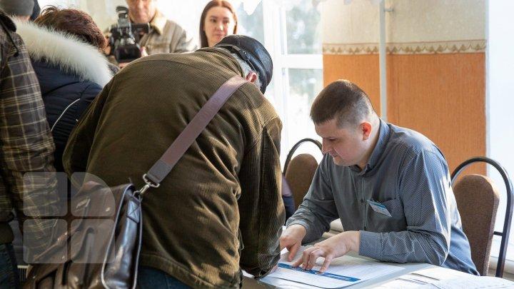 Жители Молдовы: Депутаты должны прийти к общему знаменателю по вопросу управления страной