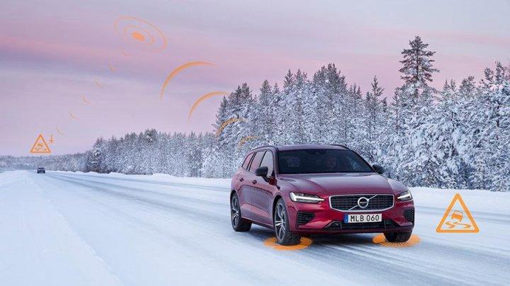 Автомобили Volvo смогут обмениваться информацией об опасности