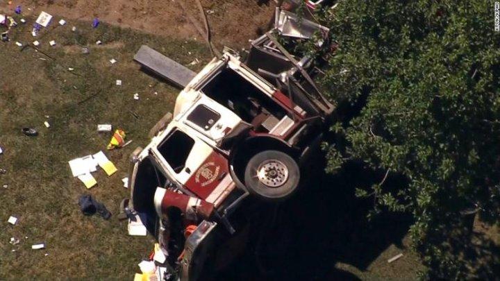 В США пожарная машина врезалась в автомобиль: трое погибших