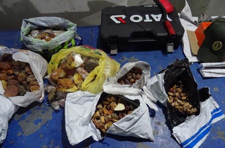 Украинец пытался вывезти в Польшу 25 кг янтаря
