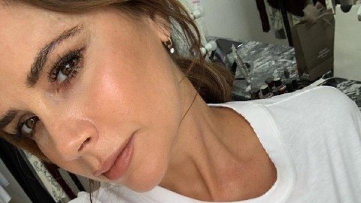 Виктория Бекхэм делает маску для лица за 1 200 евро