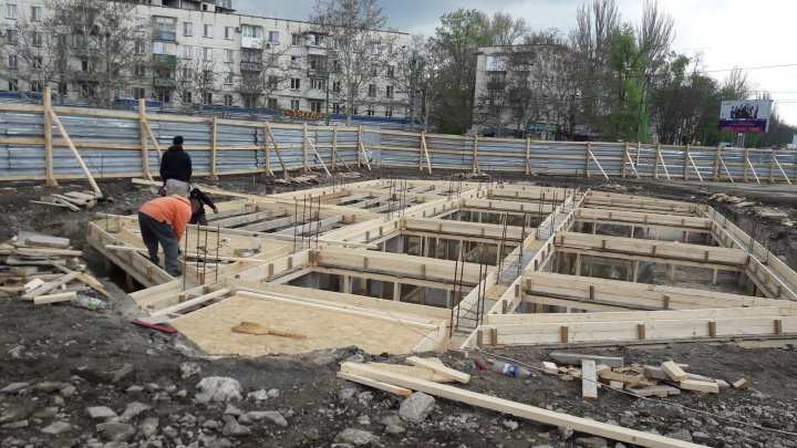 На Ботанике начались работы по восстановлению фонтана (фото)