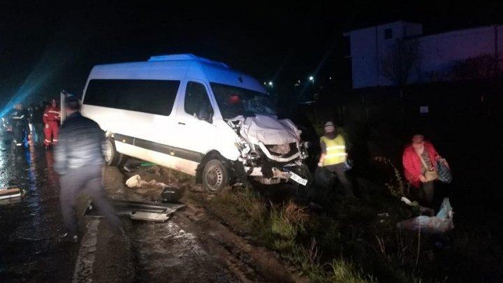 Микроавтобус, направлявшийся в Молдову, попал в аварию вблизи Ясс