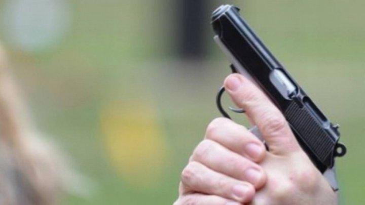 На столичной вечеринке в мужчину случайно выстрелили из пистолета