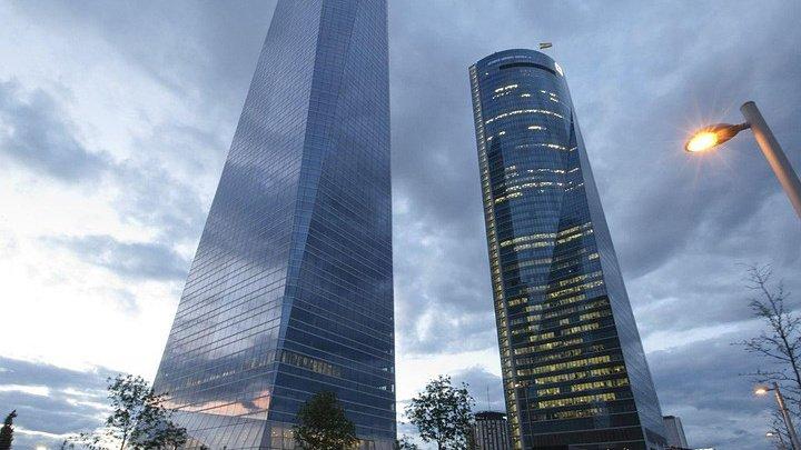 В Мадриде из-за угрозы взрыва эвакуируют небоскреб