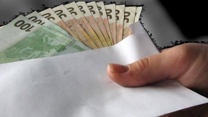 38-летнюю жительницу Трушен подозревают в коррупции и торговле влиянием