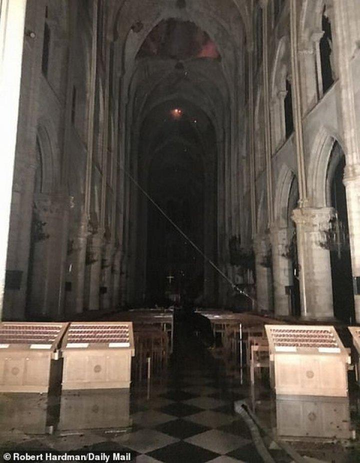 Нотр-Дам де Пари потушили: как собор Парижской Богоматери выглядит после пожара (фото)