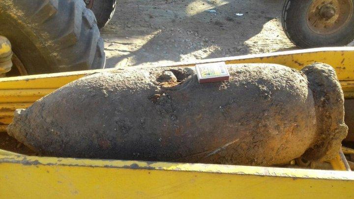 В Пугаченах дорожный рабочий нашел взрывной снаряд