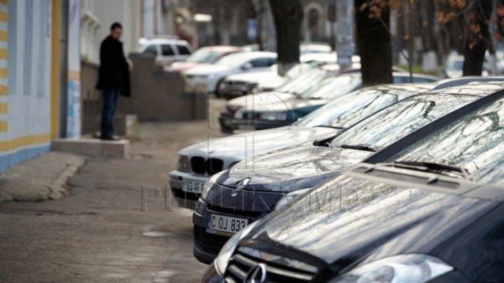В Кишиневе вступают в силу новые положения о стоянке на тротуарах