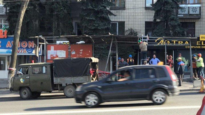 Остановку, которую протаранил троллейбус на Негруцци, почти восстановили