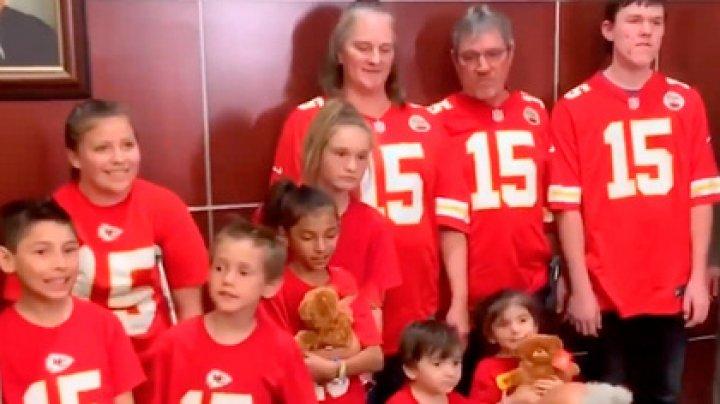 В США многодетные родители усыновили семь разлученных братьев и сестер