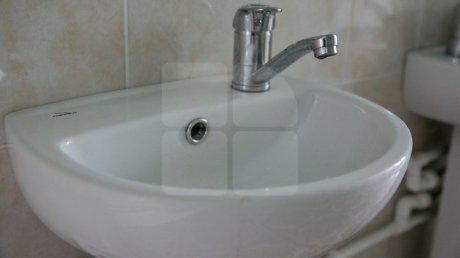 Отключения горячей воды на Чеканах: некоторым жителям придётся принимать холодный душ целую неделю