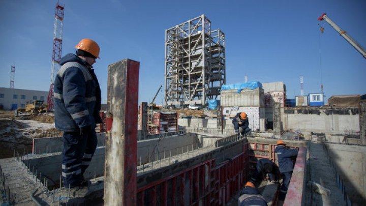 В столице мужчина упал со строительной площадки высотой в два этажа