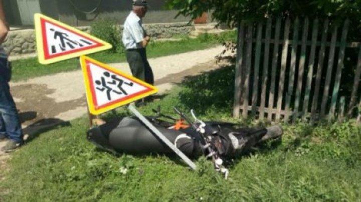 В Сынжерее мотоциклист попал в ДТП и сбил дорожный знак