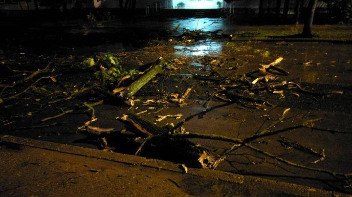 В результате ливня, в стране размыло несколько участков дорог (фото)