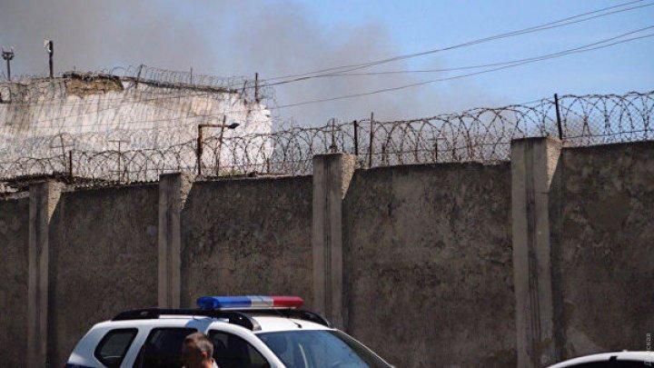 В одесской исправительной колонии вспыхнули беспорядки: здание горит