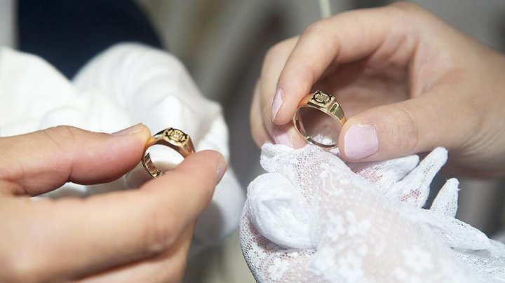 В Сети раскритиковали совместивших свадьбу и похороны молодоженов