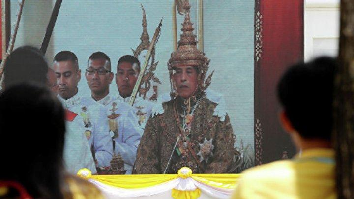 В Таиланде короновали короля Раму Х