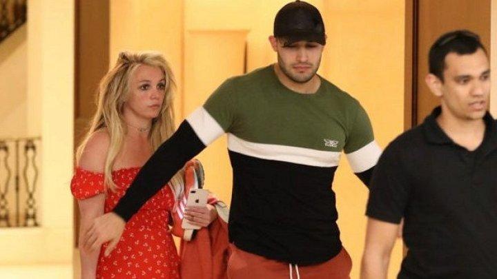 Бритни Спирс заявила, что отец силой удерживал ее в клинике