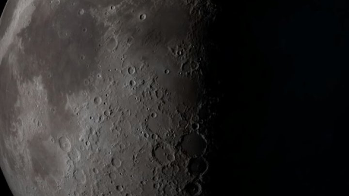 НАСА нашла молекулы воды на солнечной стороне Луны