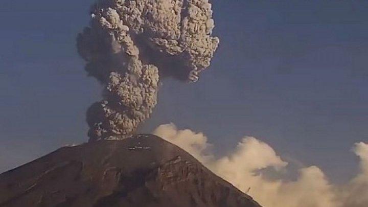 В Мексике проснулся вулкан Попокатепетль: в сеть попало впечатляющее видео