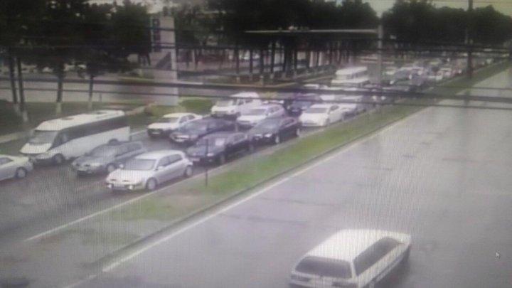 Молдаване спешат вернуться в город, создавая ужасные пробки на дорогах